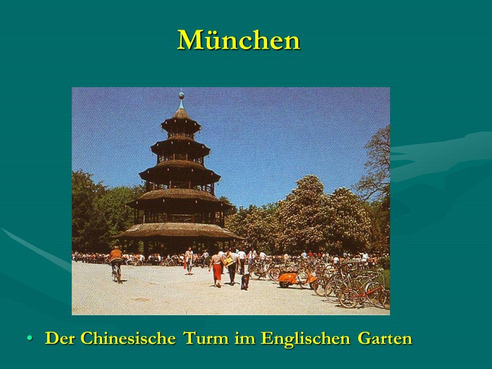 München Der Chinesische Turm im Englischen GartenDer Chinesische Turm im Englischen Garten