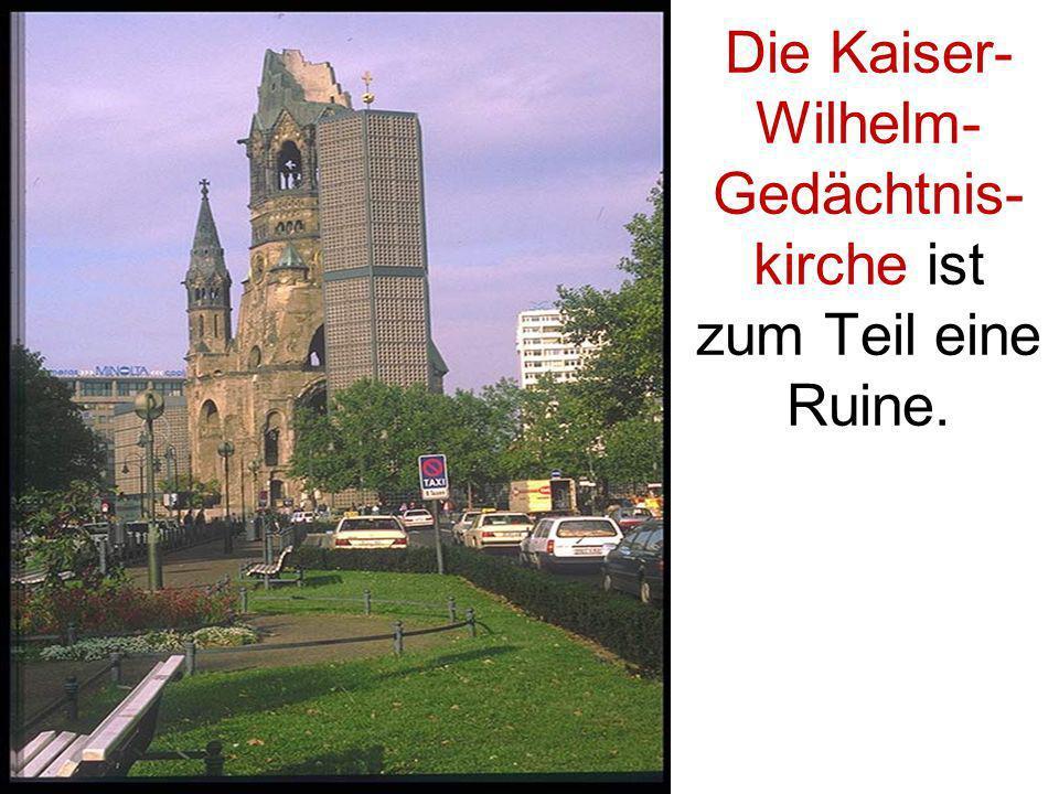 Die Kaiser- Wilhelm- Gedächtnis- kirche ist zum Teil eine Ruine.
