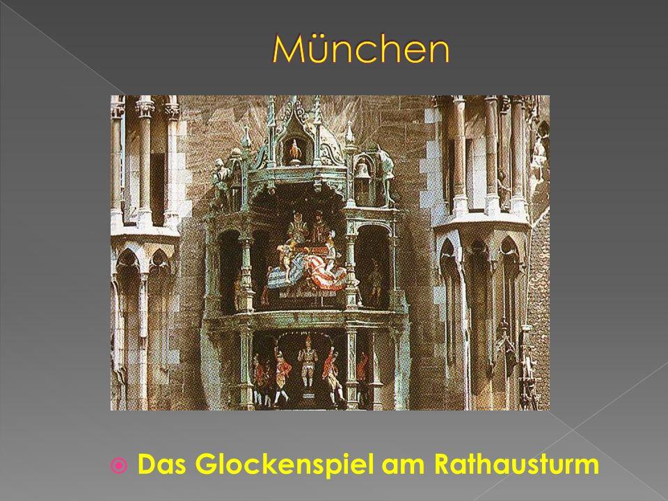 Das Glockenspiel am Rathausturm