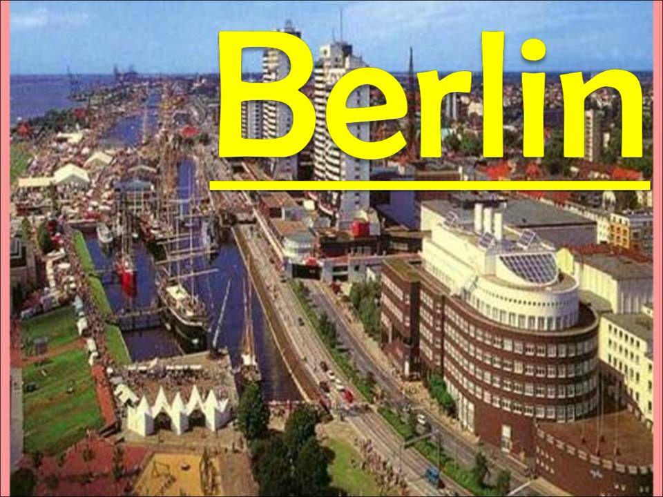 Das Berliner Rathaus nennt man das Rote Rathaus.