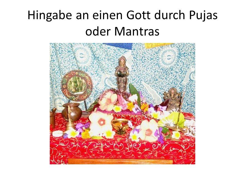 Hingabe an einen Gott durch Pujas oder Mantras