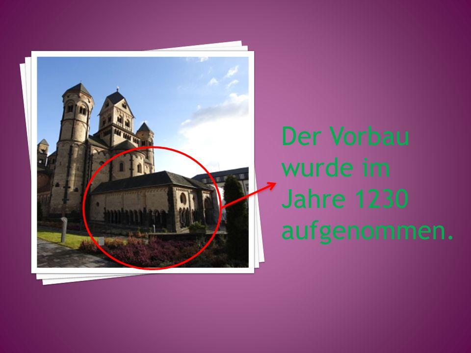 Der Vorbau wurde im Jahre 1230 aufgenommen.