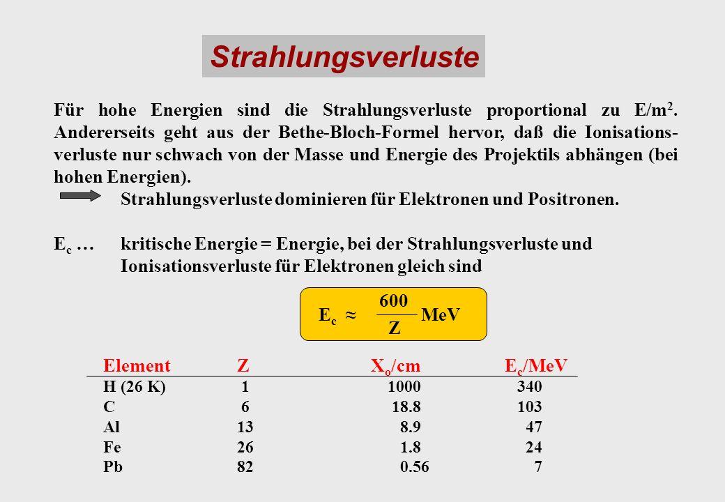 Strahlungsverluste Für hohe Energien sind die Strahlungsverluste proportional zu E/m 2. Andererseits geht aus der Bethe-Bloch-Formel hervor, daß die I