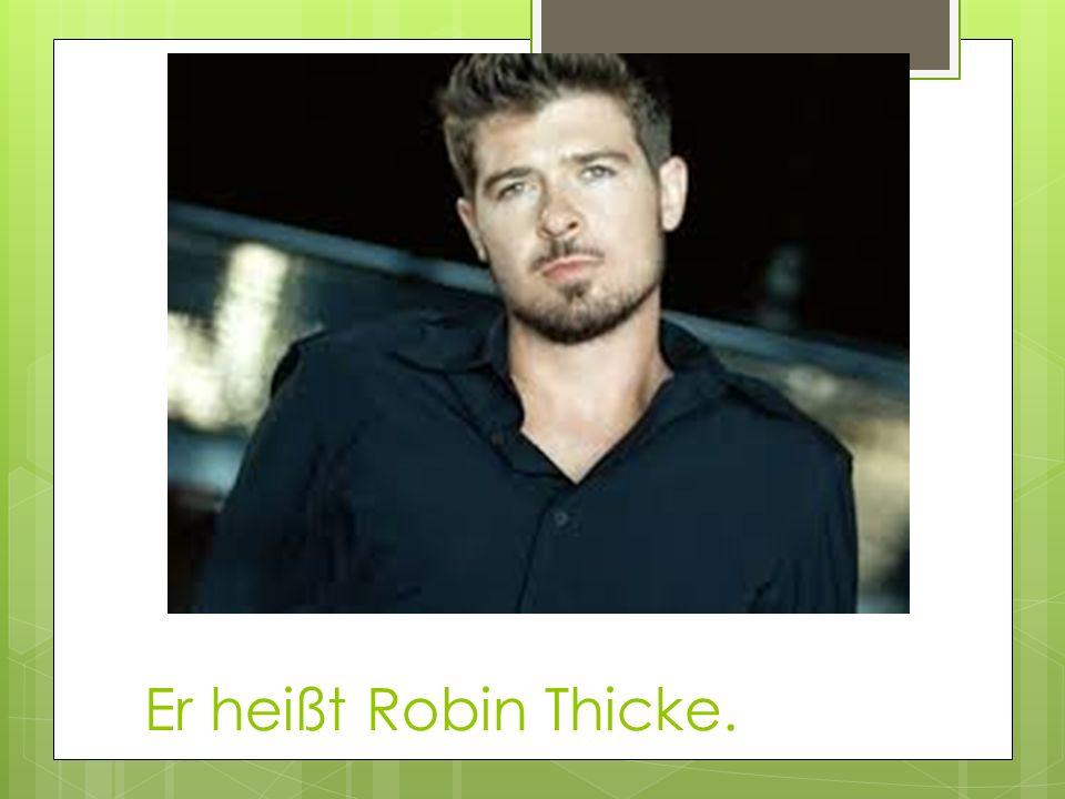 Er heißt Robin Thicke.