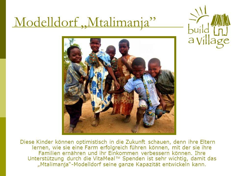 Diese Kinder können optimistisch in die Zukunft schauen, denn ihre Eltern lernen, wie sie eine Farm erfolgreich führen können, mit der sie ihre Famili