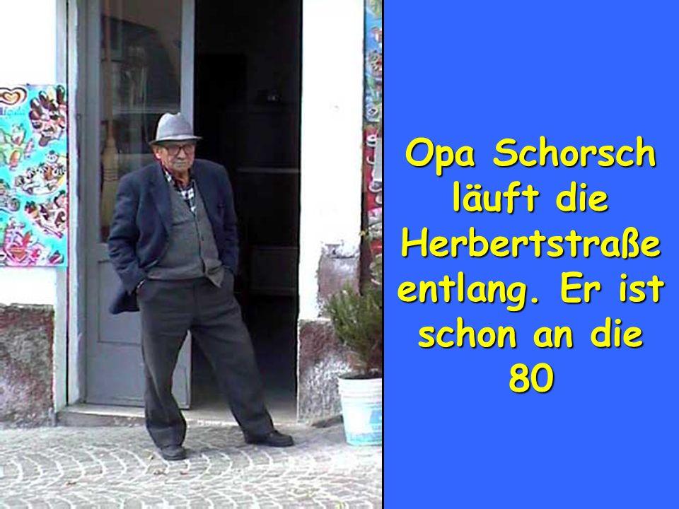 Opa Schorsch läuft die Herbertstraße entlang. Er ist schon an die 80