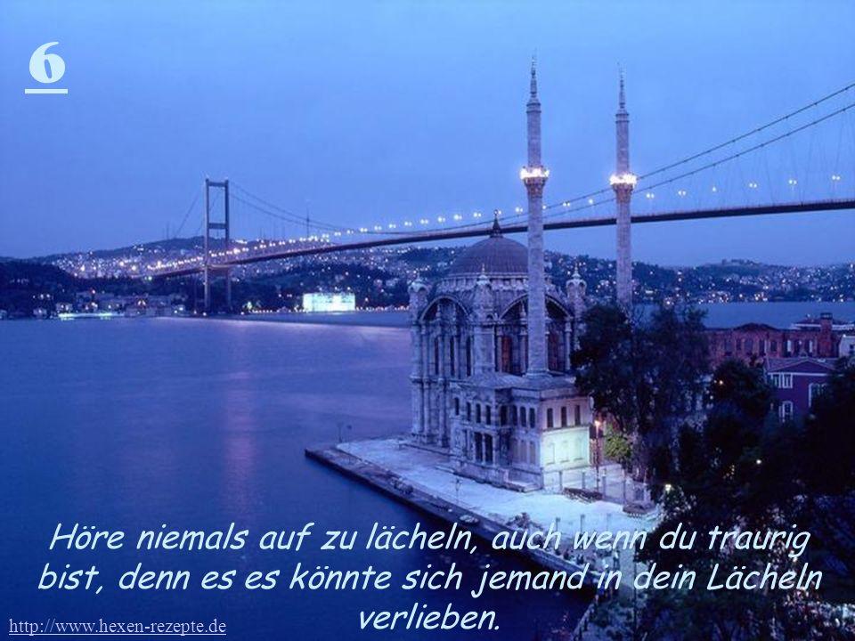6 Höre niemals auf zu lächeln, auch wenn du traurig bist, denn es es könnte sich jemand in dein Lächeln verlieben. http://www.hexen-rezepte.de