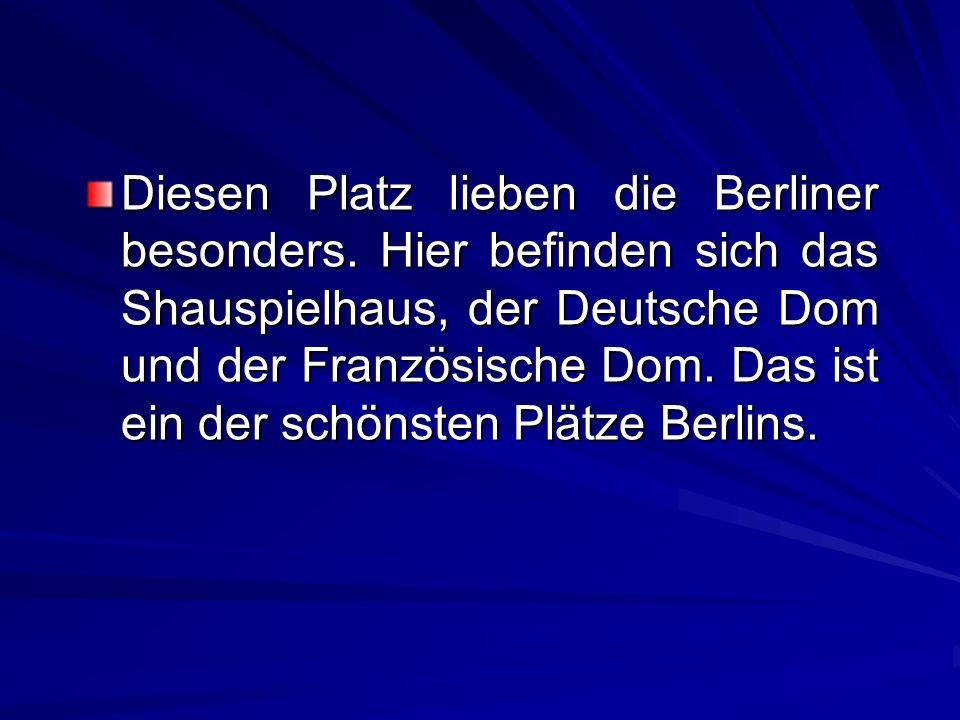 Diesen Platz lieben die Berliner besonders. Hier befinden sich das Shauspielhaus, der Deutsche Dom und der Französische Dom. Das ist ein der schönsten