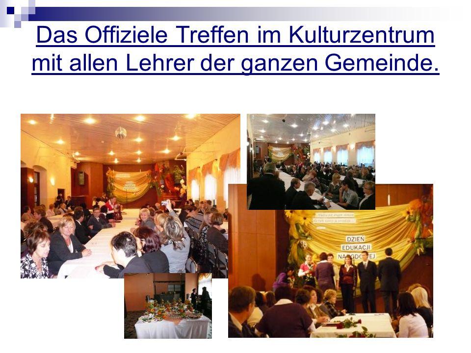 Das Offiziele Treffen im Kulturzentrum mit allen Lehrer der ganzen Gemeinde.