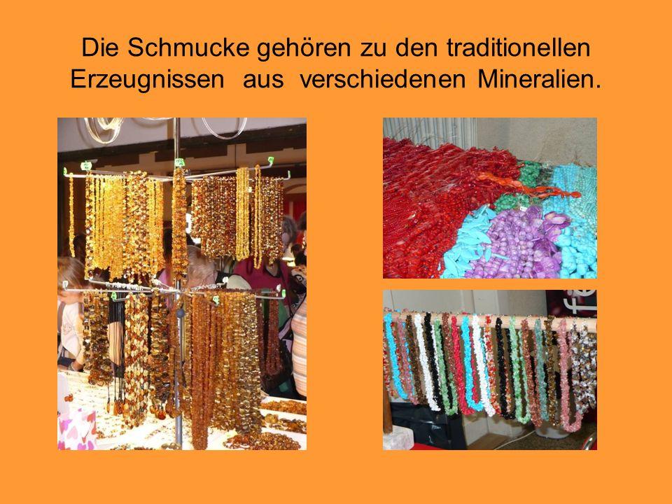 Die Schmucke gehören zu den traditionellen Erzeugnissen aus verschiedenen Mineralien.