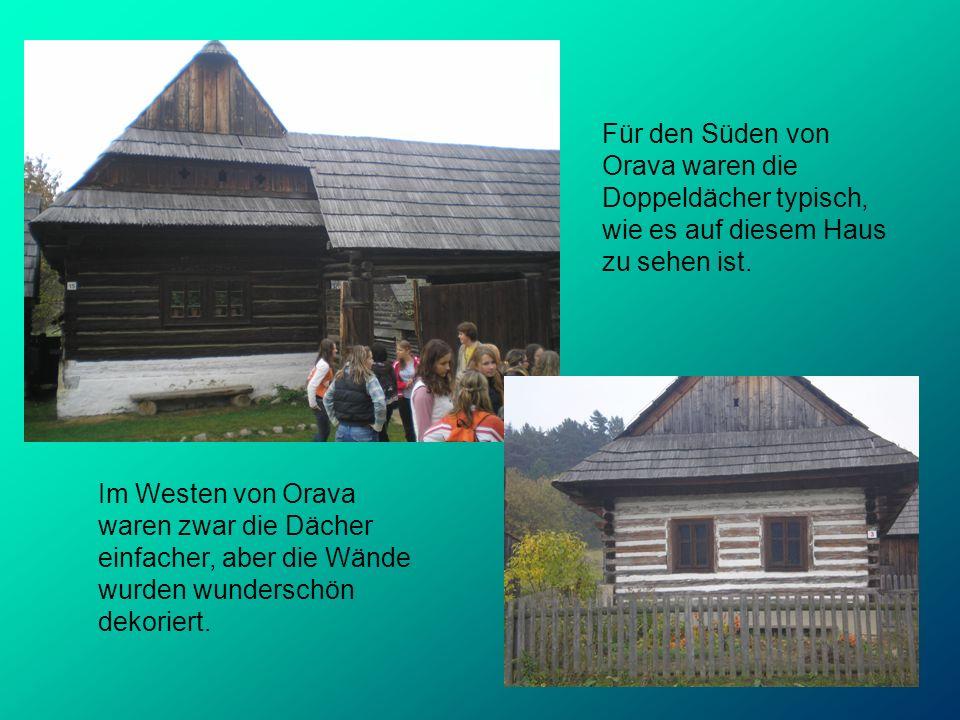 Für den Süden von Orava waren die Doppeldächer typisch, wie es auf diesem Haus zu sehen ist. Im Westen von Orava waren zwar die Dächer einfacher, aber