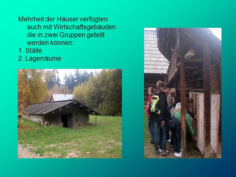 Mehrheit der Häuser verfügten auch mit Wirtschaftsgebäuden die in zwei Gruppen geteilt werden können: 1. Ställe 2. Lagerräume