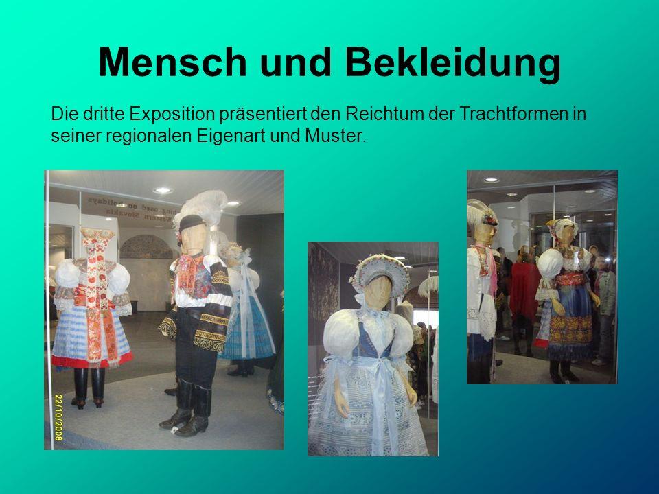 Mensch und Bekleidung Die dritte Exposition präsentiert den Reichtum der Trachtformen in seiner regionalen Eigenart und Muster.