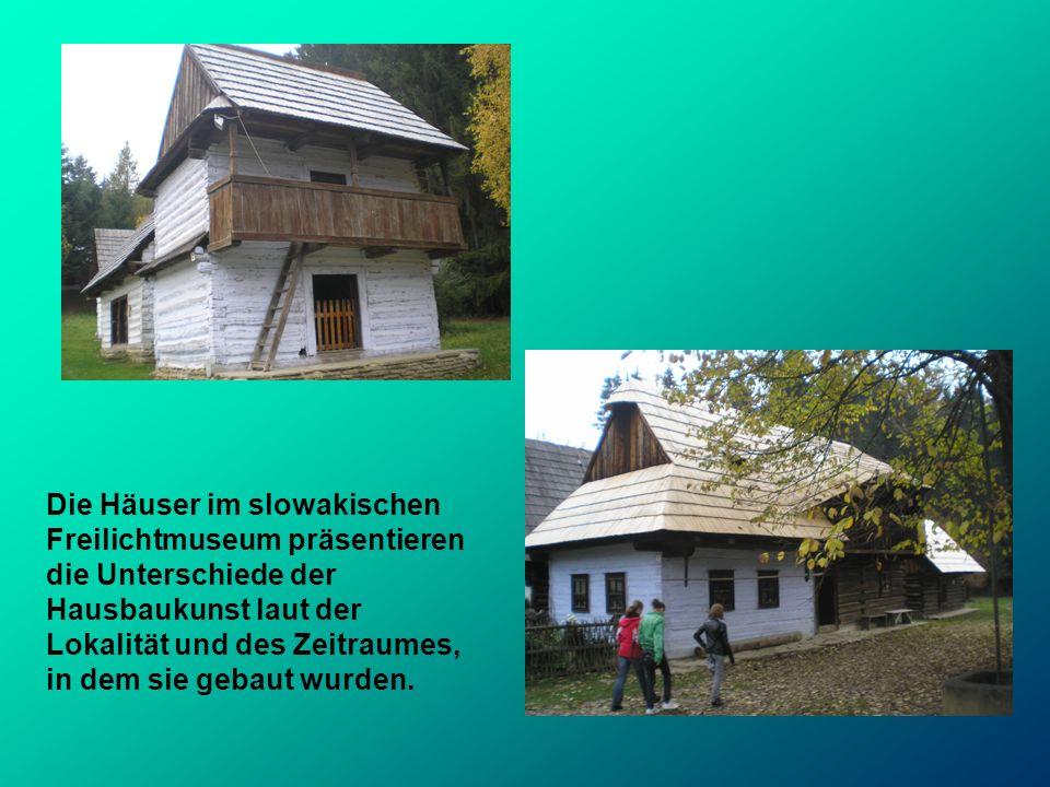 Die Häuser im slowakischen Freilichtmuseum präsentieren die Unterschiede der Hausbaukunst laut der Lokalität und des Zeitraumes, in dem sie gebaut wur