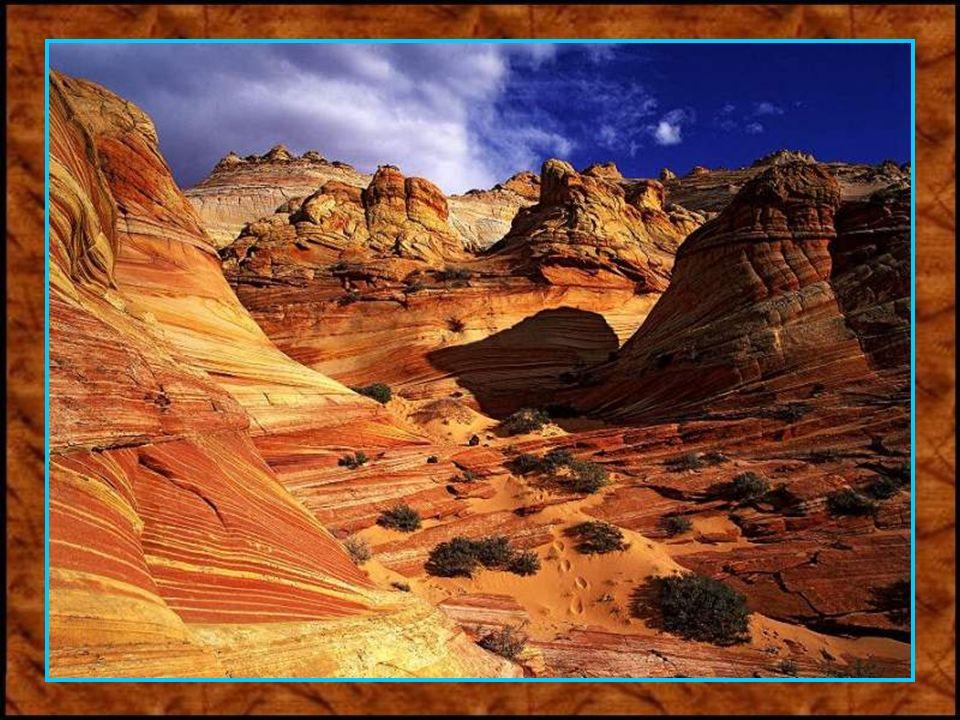 Die zerklüftete Landschaft des Grand Canyon. Im über dreißig Meter tiefen