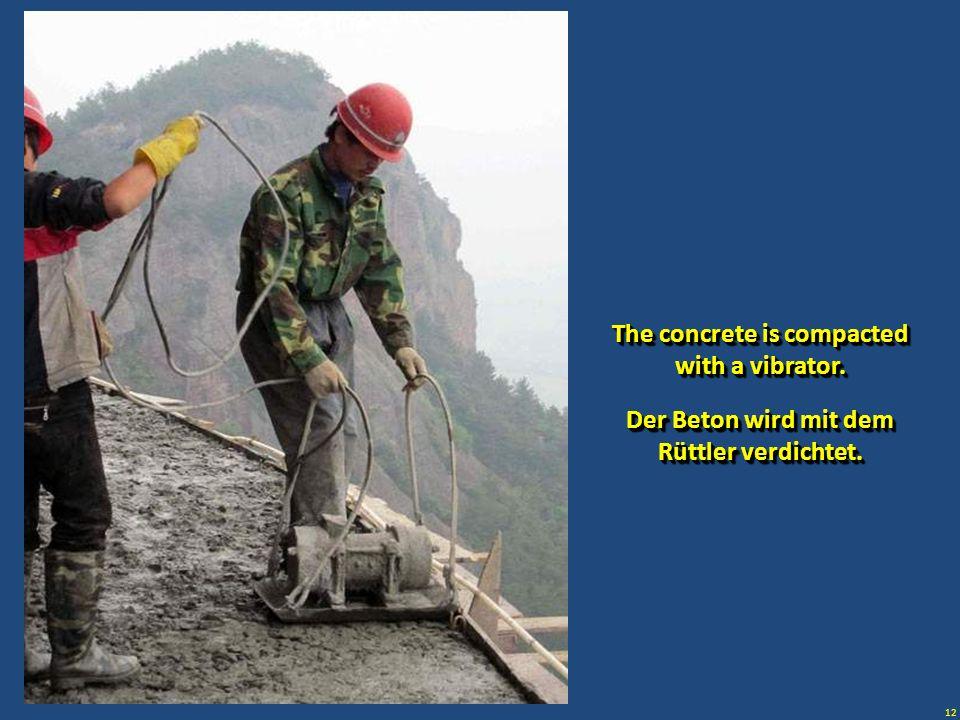 12 Der Beton wird mit dem Rüttler verdichtet. Der Beton wird mit dem Rüttler verdichtet. The concrete is compacted with a vibrator.