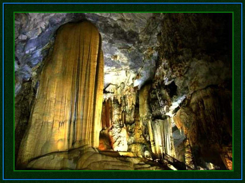 Die größte Kammer des Son Doong ist über fünf Kilometer lang, 200 Meter hoch und 150 Meter breit.