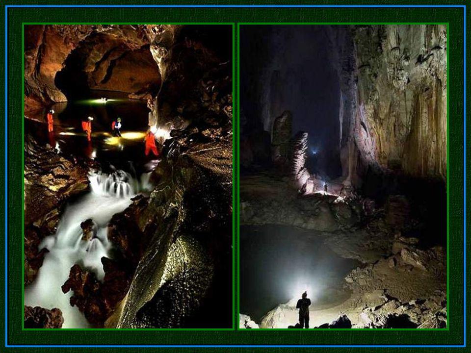 Seltene Höhlenperlen füllen ausgetrocknete Terrassenbecken aus. Eine ungewöhnlich große Sammlung von Steinkugeln, die Tropfen für Tropfen durch Wasser