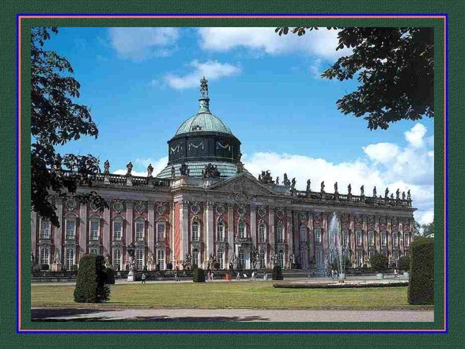 Das neue Palais - vom Park aus gesehen