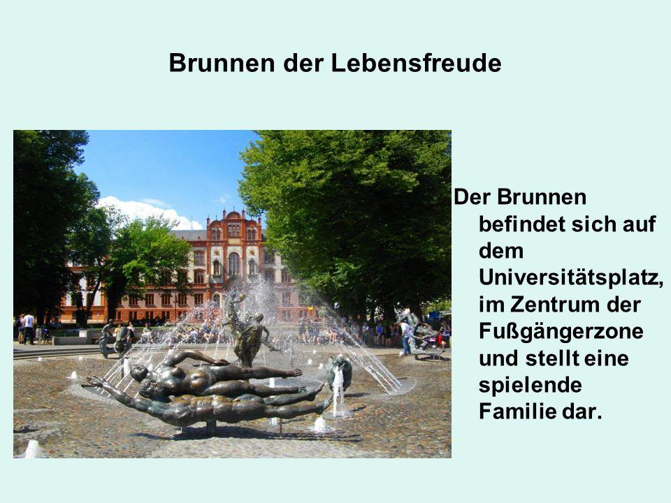 Brunnen der Lebensfreude Der Brunnen befindet sich auf dem Universitätsplatz, im Zentrum der Fußgängerzone und stellt eine spielende Familie dar.