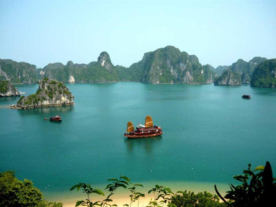 –Die Ha-Long Bucht auch als Ha Long Bay oder Bucht von Along, ist ein Gewässer rund 1.500 km ². Nördlich von Vietnam, Quang Ninh Provinz im Golf von T
