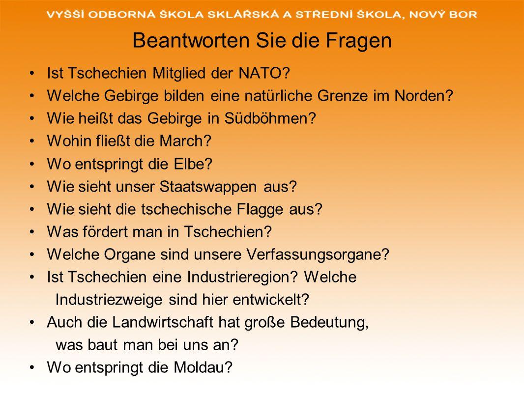 Beantworten Sie die Fragen Ist Tschechien Mitglied der NATO? Welche Gebirge bilden eine natürliche Grenze im Norden? Wie heißt das Gebirge in Südböhme