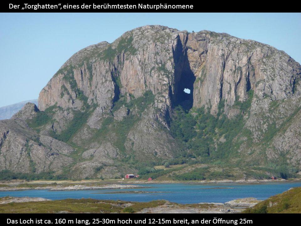 Der Torghatten, eines der berühmtesten Naturphänomene Das Loch ist ca.