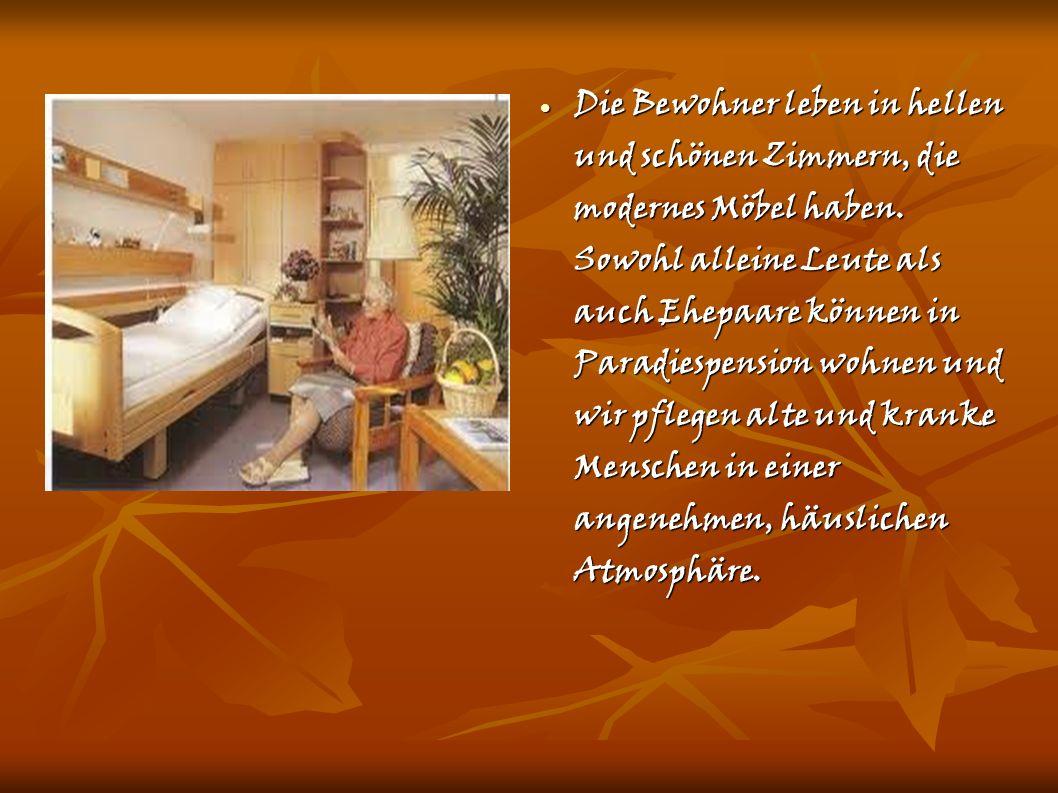 Die Bewohner leben in hellen und schönen Zimmern, die modernes Möbel haben.