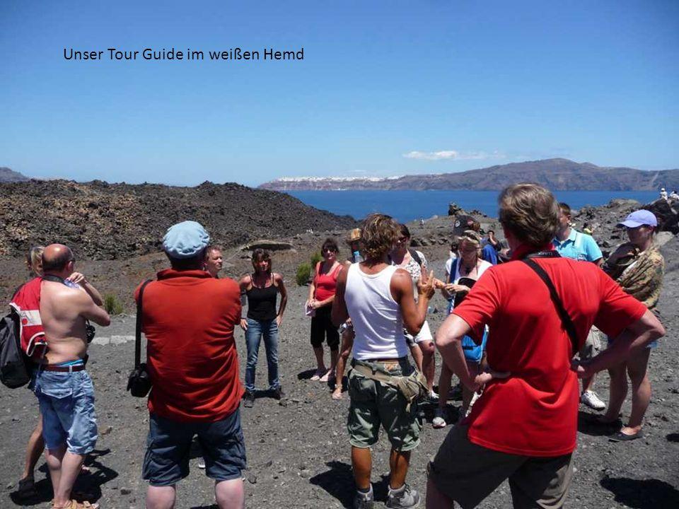 Unser Tour Guide im weißen Hemd