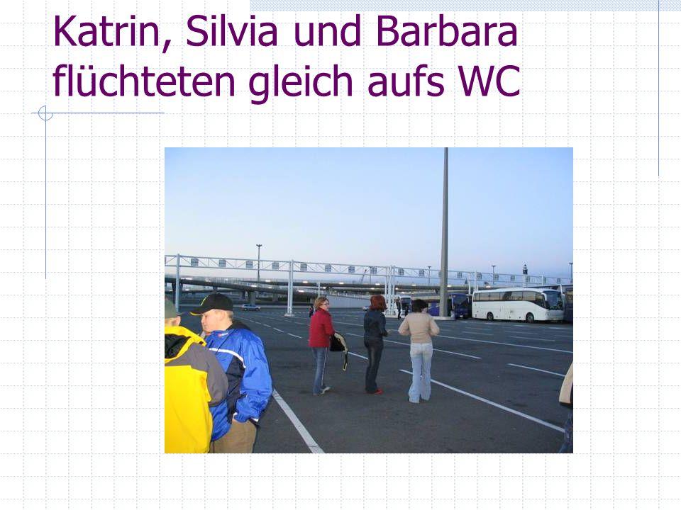 Katrin, Silvia und Barbara flüchteten gleich aufs WC