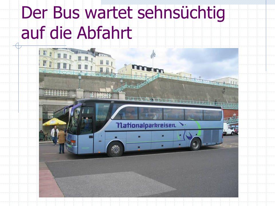 Der Bus wartet sehnsüchtig auf die Abfahrt