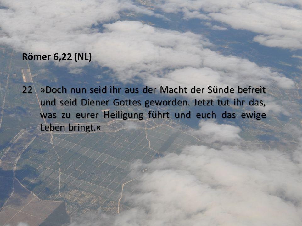 Römer 6,22 (NL) 22 »Doch nun seid ihr aus der Macht der Sünde befreit und seid Diener Gottes geworden. Jetzt tut ihr das, was zu eurer Heiligung führt