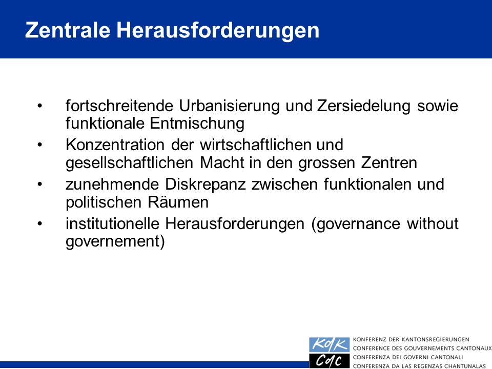 4 fortschreitende Urbanisierung und Zersiedelung sowie funktionale Entmischung Konzentration der wirtschaftlichen und gesellschaftlichen Macht in den grossen Zentren zunehmende Diskrepanz zwischen funktionalen und politischen Räumen institutionelle Herausforderungen (governance without governement) Zentrale Herausforderungen