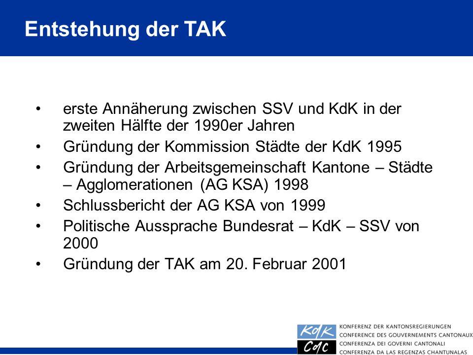 6 erste Annäherung zwischen SSV und KdK in der zweiten Hälfte der 1990er Jahren Gründung der Kommission Städte der KdK 1995 Gründung der Arbeitsgemeinschaft Kantone – Städte – Agglomerationen (AG KSA) 1998 Schlussbericht der AG KSA von 1999 Politische Aussprache Bundesrat – KdK – SSV von 2000 Gründung der TAK am 20.