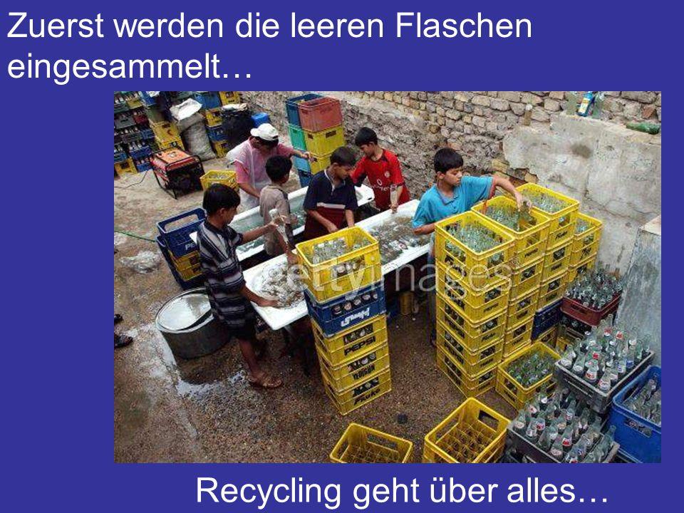 Zuerst werden die leeren Flaschen eingesammelt… Recycling geht über alles…