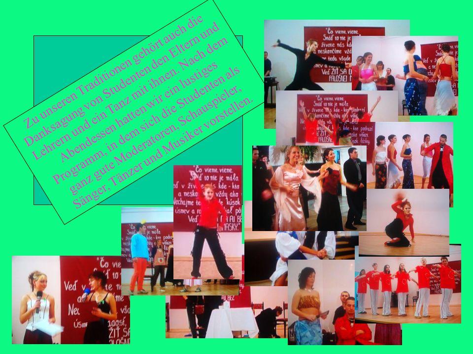 Zu unseren Traditionen gehört auch die Danksagung von Studenten den Eltern und Lehrern und ein Tanz mit ihnen. Nach dem Abendessen hatten wir ein lust