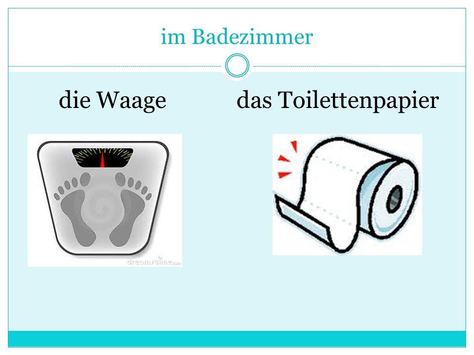 im Badezimmer die Waagedas Toilettenpapier
