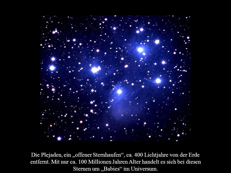 Die Plejaden, ein offener Sternhaufen, ca. 400 Lichtjahre von der Erde entfernt. Mit nur ca. 100 Millionen Jahren Alter handelt es sich bei diesen Ste