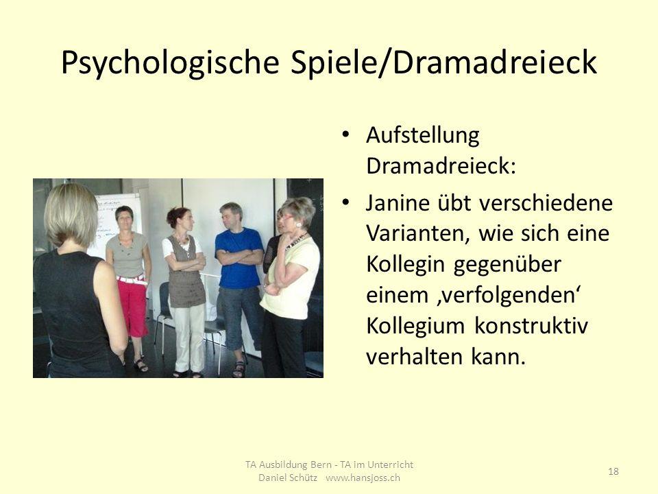 Psychologische Spiele/Dramadreieck Aufstellung Dramadreieck: Janine übt verschiedene Varianten, wie sich eine Kollegin gegenüber einem verfolgenden Ko