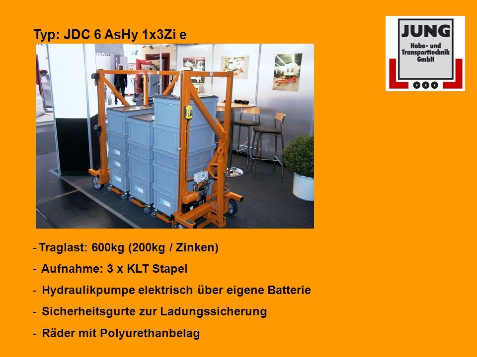Typ: JDC 6 AsHy 1x3Zi e -Traglast: 600kg (200kg / Zinken) - Aufnahme: 3 x KLT Stapel - Hydraulikpumpe elektrisch über eigene Batterie - Sicherheitsgurte zur Ladungssicherung - Räder mit Polyurethanbelag