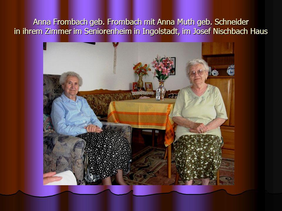 Anna Frombach geb. Frombach mit Anna Muth geb. Schneider in ihrem Zimmer im Seniorenheim in Ingolstadt, im Josef Nischbach Haus