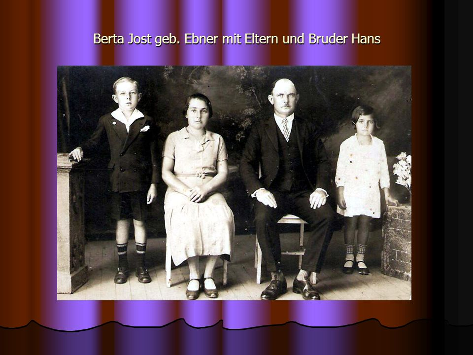 Berta Jost geb. Ebner mit Eltern und Bruder Hans