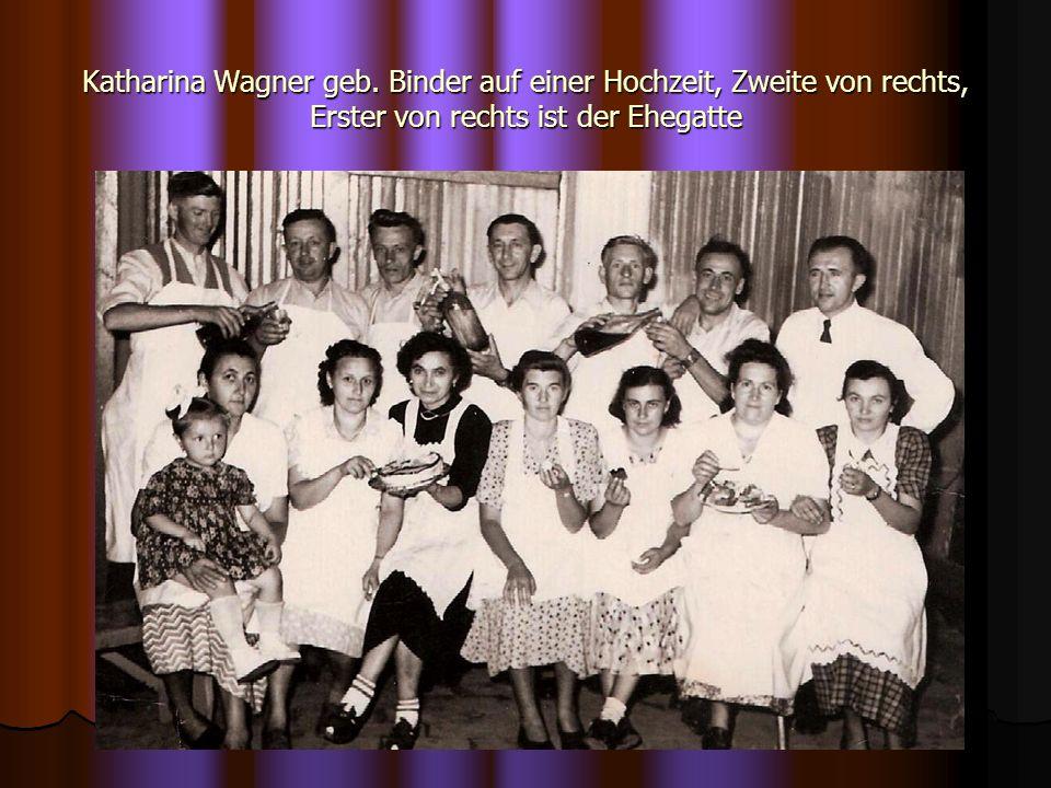 Katharina Wagner geb. Binder auf einer Hochzeit, Zweite von rechts, Erster von rechts ist der Ehegatte