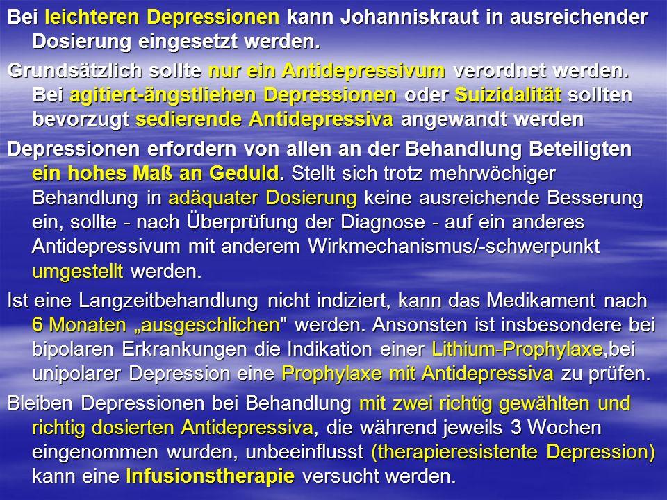 Bei leichteren Depressionen kann Johanniskraut in ausreichender Dosierung eingesetzt werden. Grundsätzlich sollte nur ein Antidepressivum verordnet we