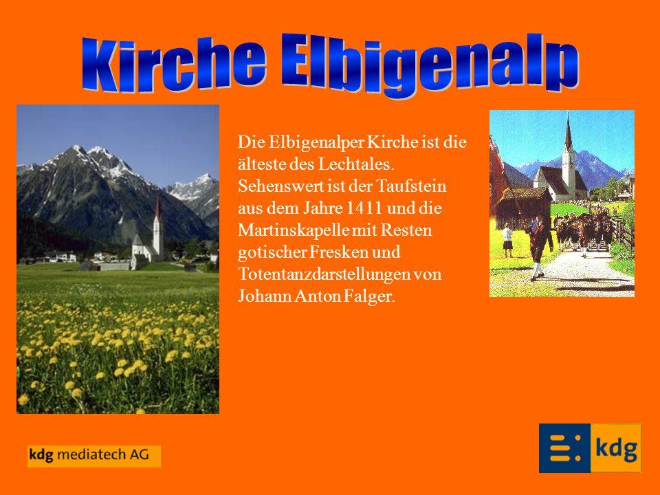 Die Elbigenalper Kirche ist die älteste des Lechtales. Sehenswert ist der Taufstein aus dem Jahre 1411 und die Martinskapelle mit Resten gotischer Fre