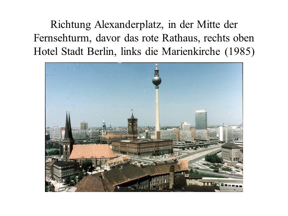 Denkmal zu den Gräbern von Karl Liebknecht und Rosa Luxemburg, Walter Ulbricht u.