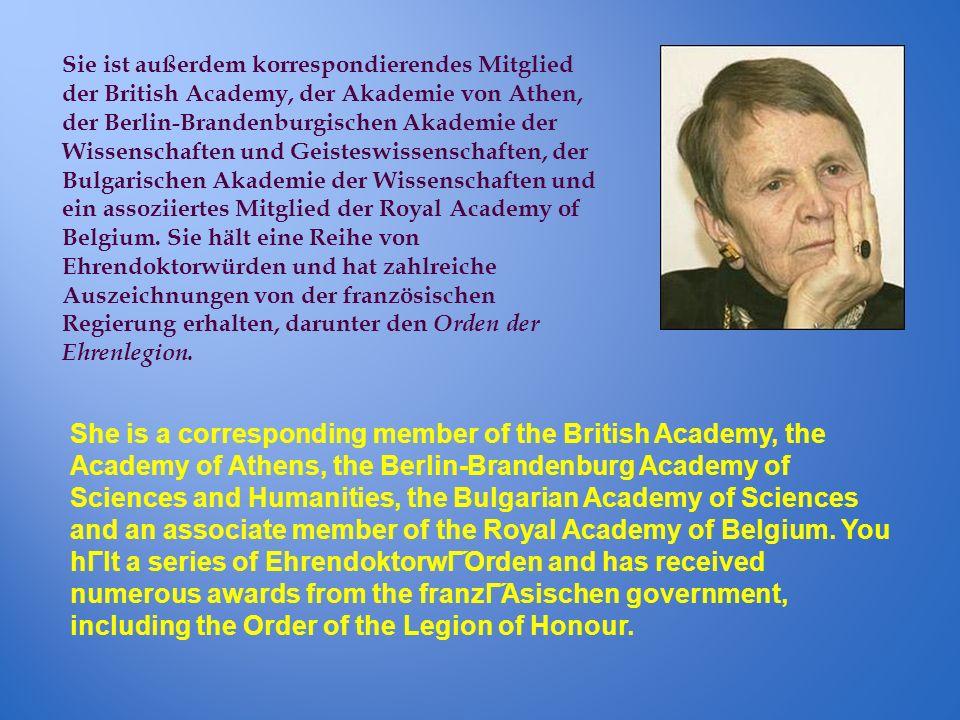 Sie ist außerdem korrespondierendes Mitglied der British Academy, der Akademie von Athen, der Berlin-Brandenburgischen Akademie der Wissenschaften und