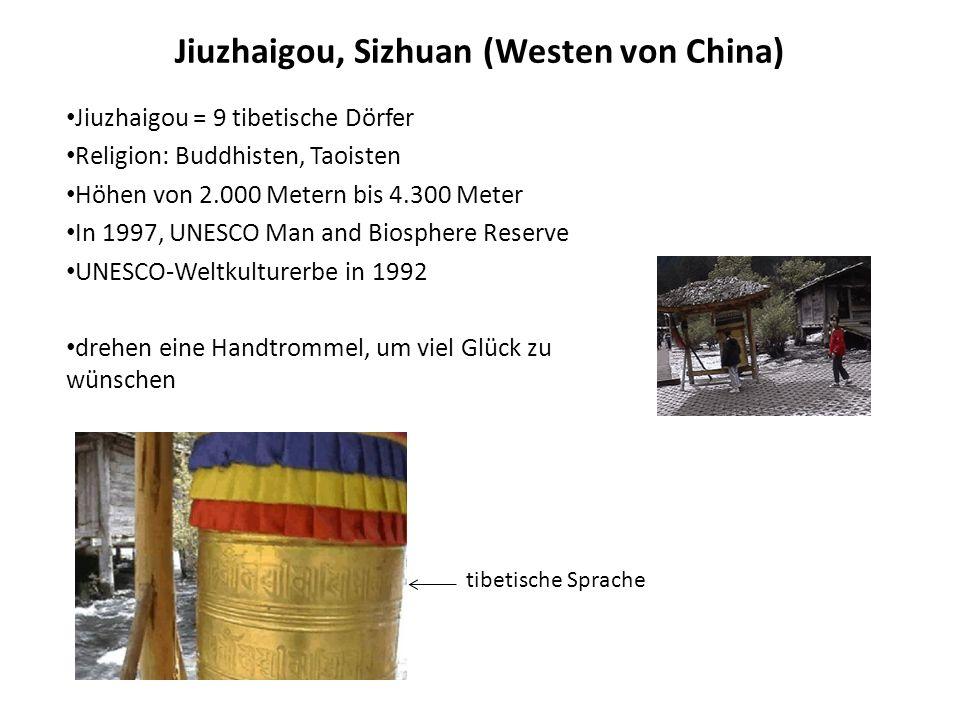 Jiuzhaigou, Sizhuan (Westen von China) Jiuzhaigou = 9 tibetische Dörfer Religion: Buddhisten, Taoisten Höhen von 2.000 Metern bis 4.300 Meter In 1997,