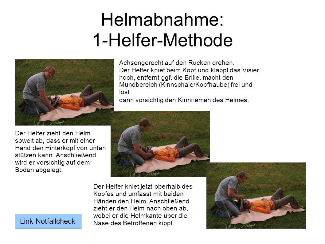 Helmabnahme: 1-Helfer-Methode Der Helfer zieht den Helm soweit ab, dass er mit einer Hand den Hinterkopf von unten stützen kann. Anschließend wird er
