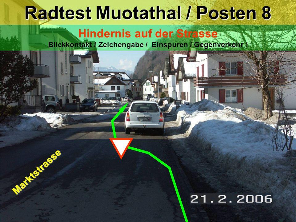 hea / 21.02.06 Radtest Muotathal / Posten 8 Hindernis auf der Strasse Blickkontakt / Zeichengabe / Einspuren / Gegenverkehr ! Marktstrasse